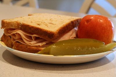sandwich apple pickles